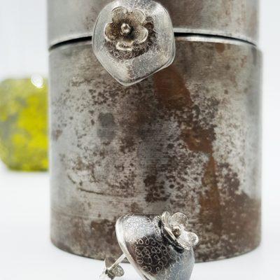 ROCK N PEARL boucles d oreilles ST20068 argent925 patine guilloche motif fleur PatriciaLemaire 1 7x1 7cm